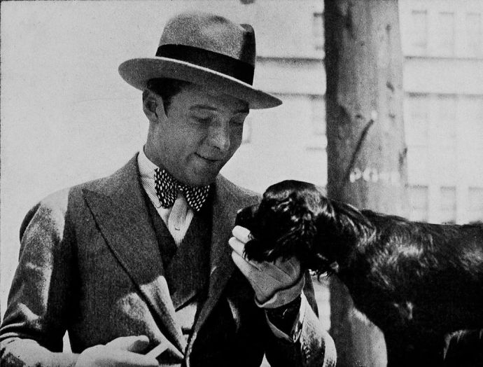 Rudolph_Valentino_with_a_Cocker_Spaniel_-_Valentino_As_I_Knew_Him.jpg